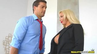 RealityKings – كبير الثدي Boss – Hyped And Horny